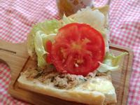 鮪魚生菜法國麵包