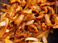黑胡椒洋蔥炒肉絲