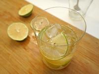蜂蜜檸檬飲。夏日消暑必喝!