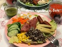 低卡藜麥蔬菜沙拉佐蕃茄紅蘿蔔汁