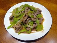 青椒炒牛肉片。簡易便當菜料理