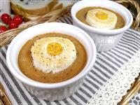 洋蔥濃湯,用蝦殼熬的湯底味道真迷人