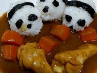 可愛的熊貓雞腿咖哩