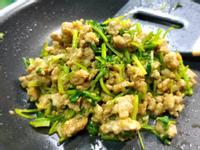 香菜炒肉燥~芫荽炒肉末/醬油+第戎芥末醬