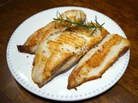迷迭香煎鯛魚。快速簡易便當菜