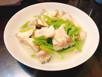 石斑魚炒芹菜
