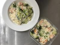 花椰菜鮭魚牛奶燉飯