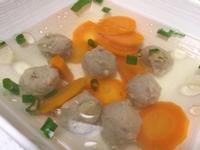 紅蘿蔔貢丸湯