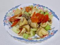 雞絲炒綜合蔬菜(西洋芹、紅蘿蔔、杏鮑菇)