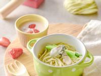 寶寶食譜/菠菜鮮蚵寶寶麵 搭配草莓優格