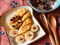 堅果牛奶起司香蕉蛋捲早餐