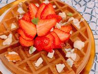 草莓花生冰淇淋鬆餅