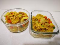咖喱雞肉蔬食炒麵