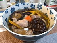 香菇金針排骨湯
