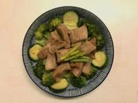 微波盒料理|鹽麴松阪豬溫沙拉(低醣)