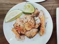 香煎鮭魚撒檸檬