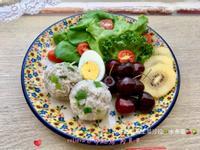 吻仔魚飯糰生菜沙拉🥗水煮蛋🍒🥝