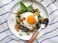 酥脆蒜片沙拉飯佐太陽蛋