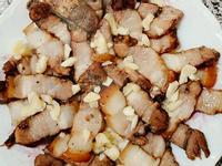 鹹豬肉佐蒜片