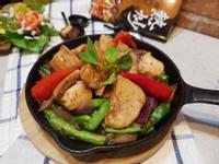 鐵板黑胡椒洋蔥四季豆炒雞肉