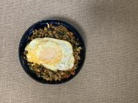 泰式打拋豬肉蓋飯佐陽光黃金荷包蛋