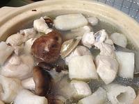 竹笙蛤蠣燉雞湯