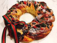 葡萄乾肉桂聖誕花圈麵包