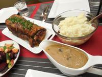 節日晚餐—火腿豬肉捲佐肉汁醬