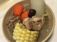 雞腿蘿蔔玉米湯