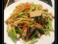 西洋芹炒豆乾魚板
