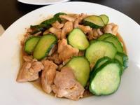 小黃瓜炒雞腿肉