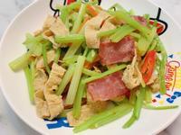 培根豆皮炒芹菜