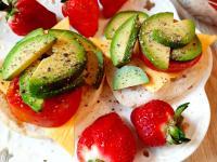 酪梨起司瑪芬堡佐草莓醬