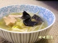 黄豆芽木耳旺菜肉片湯