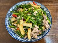家常菜《韭菜花炒豆干肉絲》家庭料理