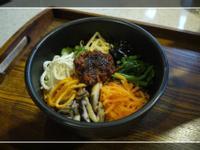 韓式拌飯佐牛肉辣椒醬
