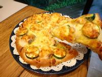 鮭魚酸豆時蔬披薩