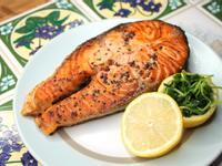 清爽檸香‧香煎黃金鮭魚