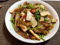 芹菜豆 乾辣炒豬頭皮