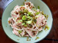 瓜子肉紅蔥頭火龍果拌麵