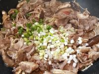 沙茶雙菇肉片