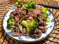 梅花牛炒綠花椰菜