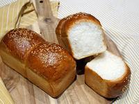 芝麻白吐司。麵包機食譜