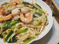 蒜香浮誇海鮮炒麵