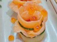 燻鮭玫瑰捲佐酒釀番茄