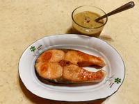 香煎鮭魚佐酪梨醬