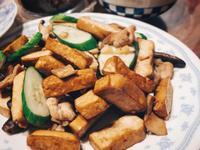 豆乾炒小黃瓜肉片(清冰箱)