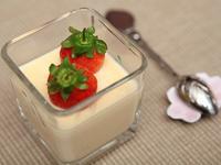 草莓就愛鷹牌煉奶之滑嫩咕溜入口即化香濃布丁