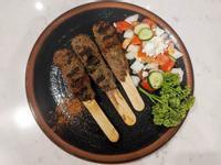 鄂圖曼宮廷式烤肉丸串佐牧羊人沙拉
