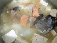 鮭魚骨煲湯